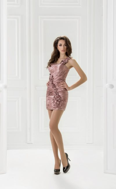Короткое коктейльное платье