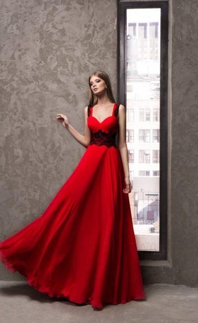 Красное платье на лямках