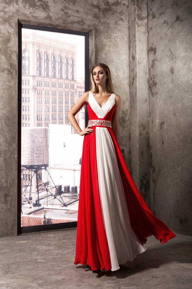 Элегантное бело-красное вечернее платье с изящным V-образным вырезом.