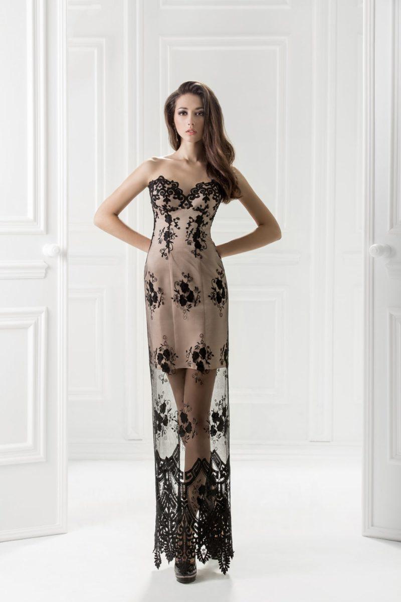 Бежевое вечернее платье с длинной прозрачной юбкой из черного кружева.
