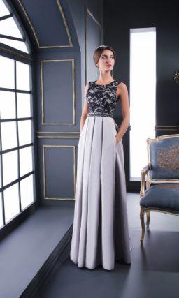 Серебристое вечернее платье прямого кроя с черной ажурной тканью над декольте.