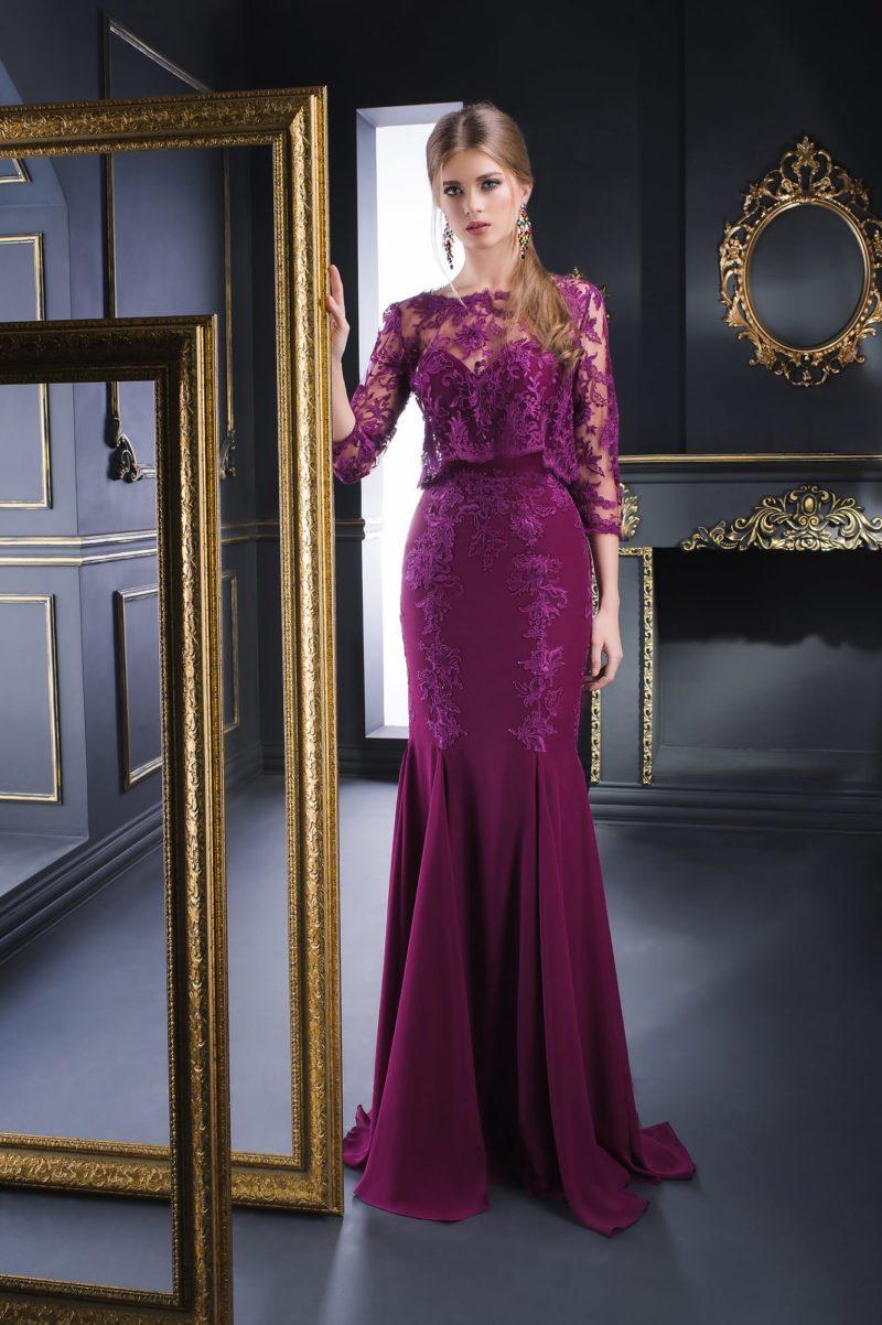 Кружевное вечернее платье яркого фиолетового цвета с юбкой «рыбка».