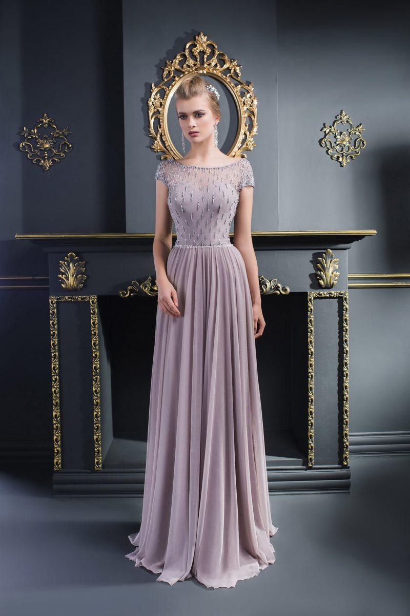 Изысканное вечернее платье песочно-серого оттенка с бисерным шитьем на лифе.