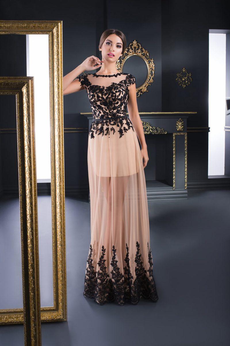 Вечернее платье с полупрозрачной юбкой и выразительным черным декором.