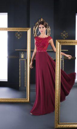 Прямое вечернее платье с вышивкой по корсету и длинной юбкой без декора.