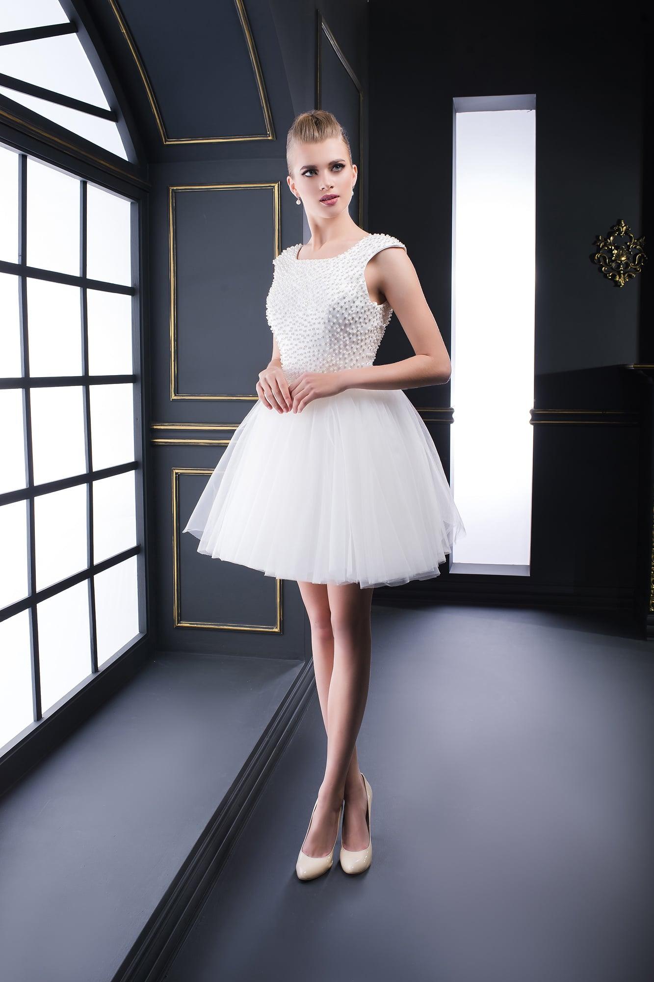 606d31e5f11 Белое пышное короткое платье V-044. Купить вечернее платье в салоне ...