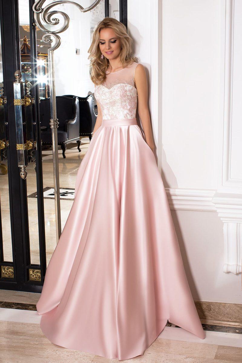 Розовое вечернее платье с белым корсетом, покрытым тонкой ажурной тканью.