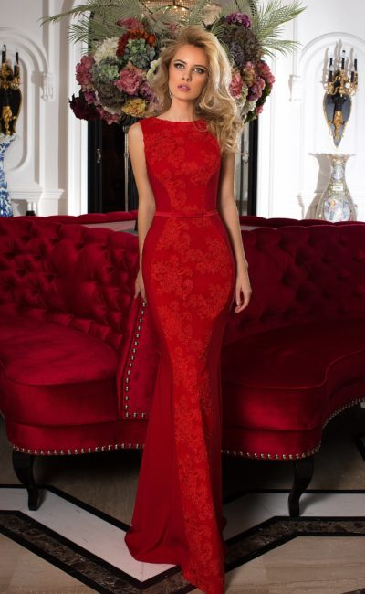 Красное закрытое платье
