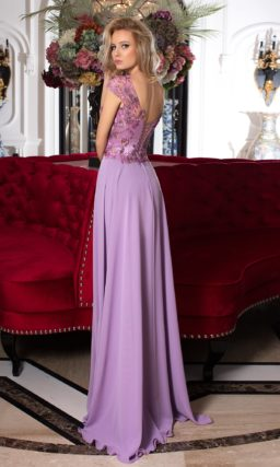 Романтичное вечернее платье лавандового оттенка с сияющей отделкой аппликациями.