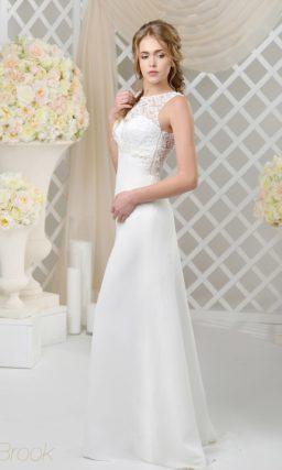 Деликатное свадебное платье с кружевной вставкой на глубоком вырезе на спине.