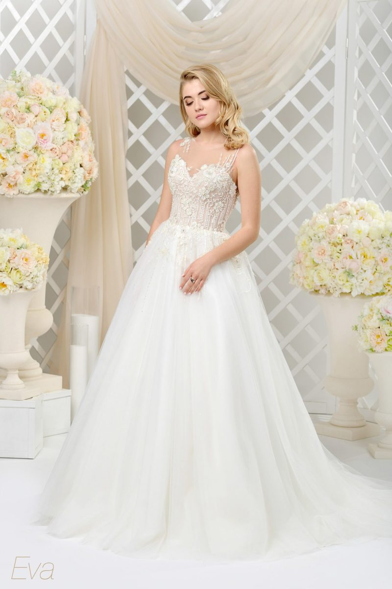 Роскошное свадебное платье с фактурным корсетом на бежевой подкладке и пышным низом.