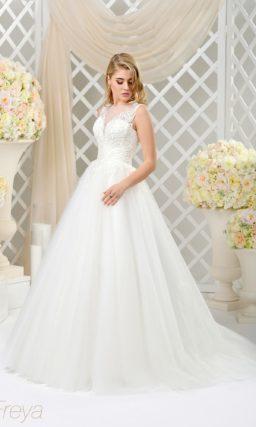 Пышное свадебное платье с эффектной вышивкой по корсету и длинным шлейфом.