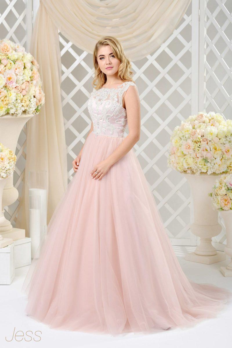 Пышное свадебное платье с романтичной розовой юбкой и корсетом из атласа.