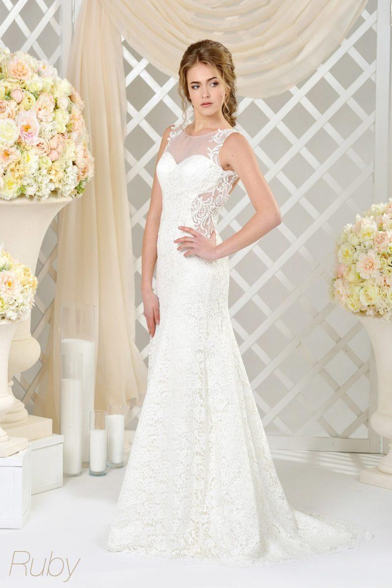 Кружевное свадебное платье с округлым вырезом и тонкими вставками на корсете.