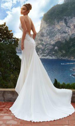 Атласное свадебное платье с великолепным длинным шлейфом и бретелью «халтер».