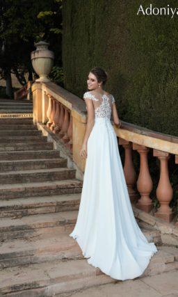 Утонченное свадебное платье с кружевным корсетом, создающим иллюзию прозрачности.