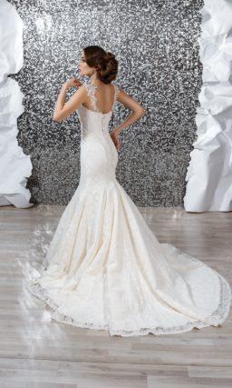Свадебное платье «русалка» с кружевной отделкой по всей длине и открытым лифом в форме сердца.