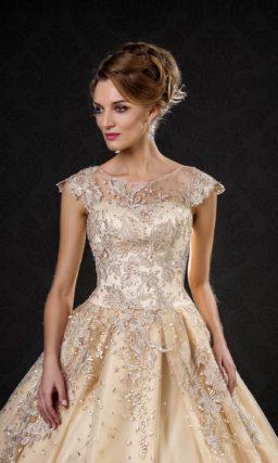 Роскошное золотистое свадебное платье «принцесса», декорированное сверкающими стразами.