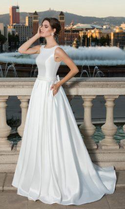 Атласное платье с шлейфом