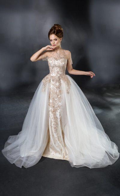 Атласное свадебное платье с роскошной вышивкой и пышной верхней юбкой из тюльмарина.