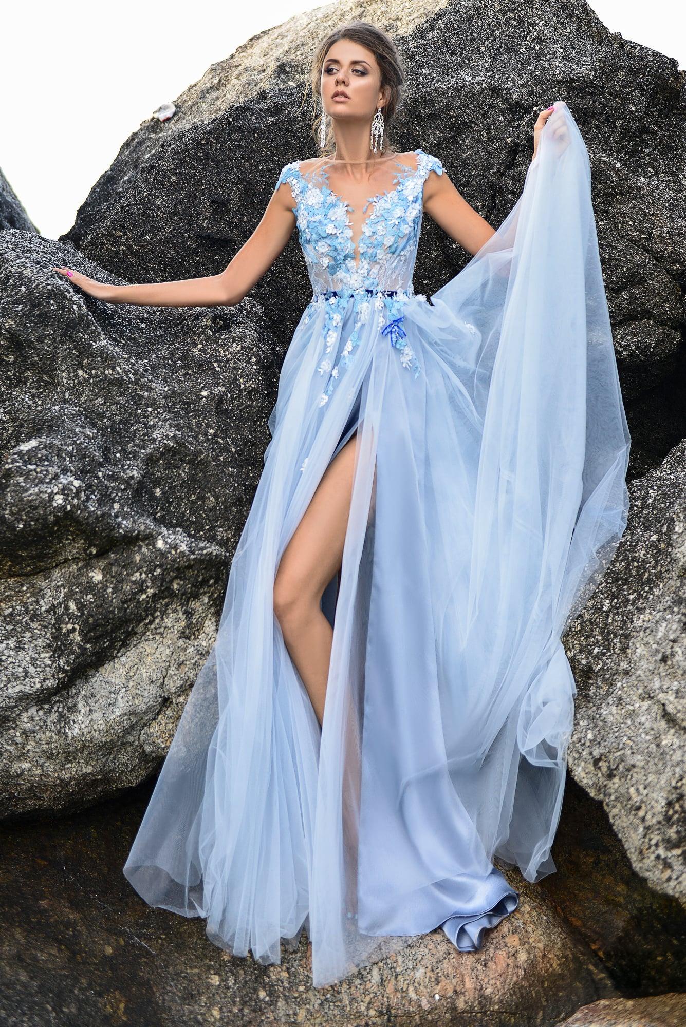 Свадебное платье с голубыми тонами