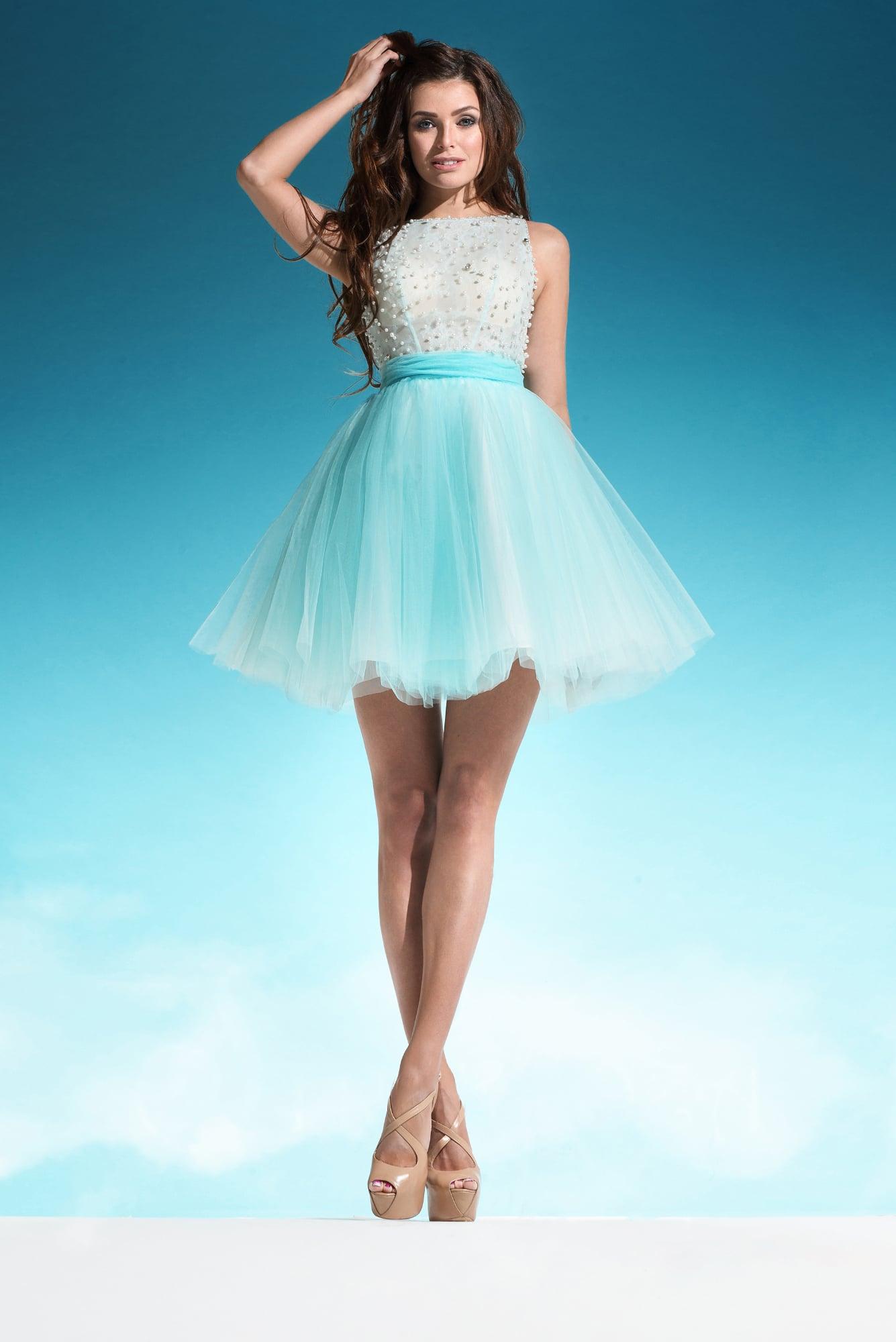 e4260623caf Свадебное платье с короткой многослойной юбкой голубого цвета и бусинами на  лифе.