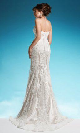 Открытое свадебное платье «рыбка» на атласной подкладке с объемным декором.