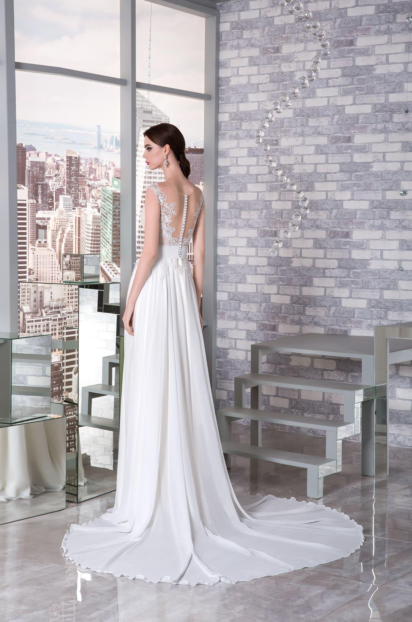 4362ac4bd787be3 Прямое свадебное платье с корсетом пудрового цвета и белоснежной юбкой со  шлейфом.