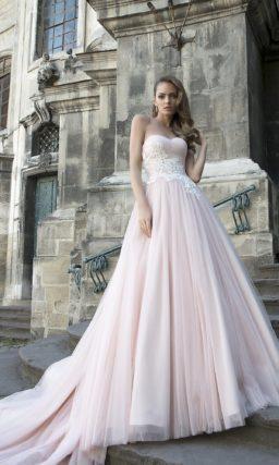 Светло-розовое свадебное платье