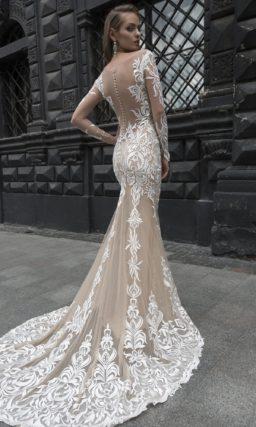 Ажурное свадебное платье с бежевой подкладкой, длинным рукавом и стильным шлейфом.