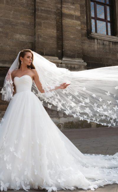 Летящее свадебное платье