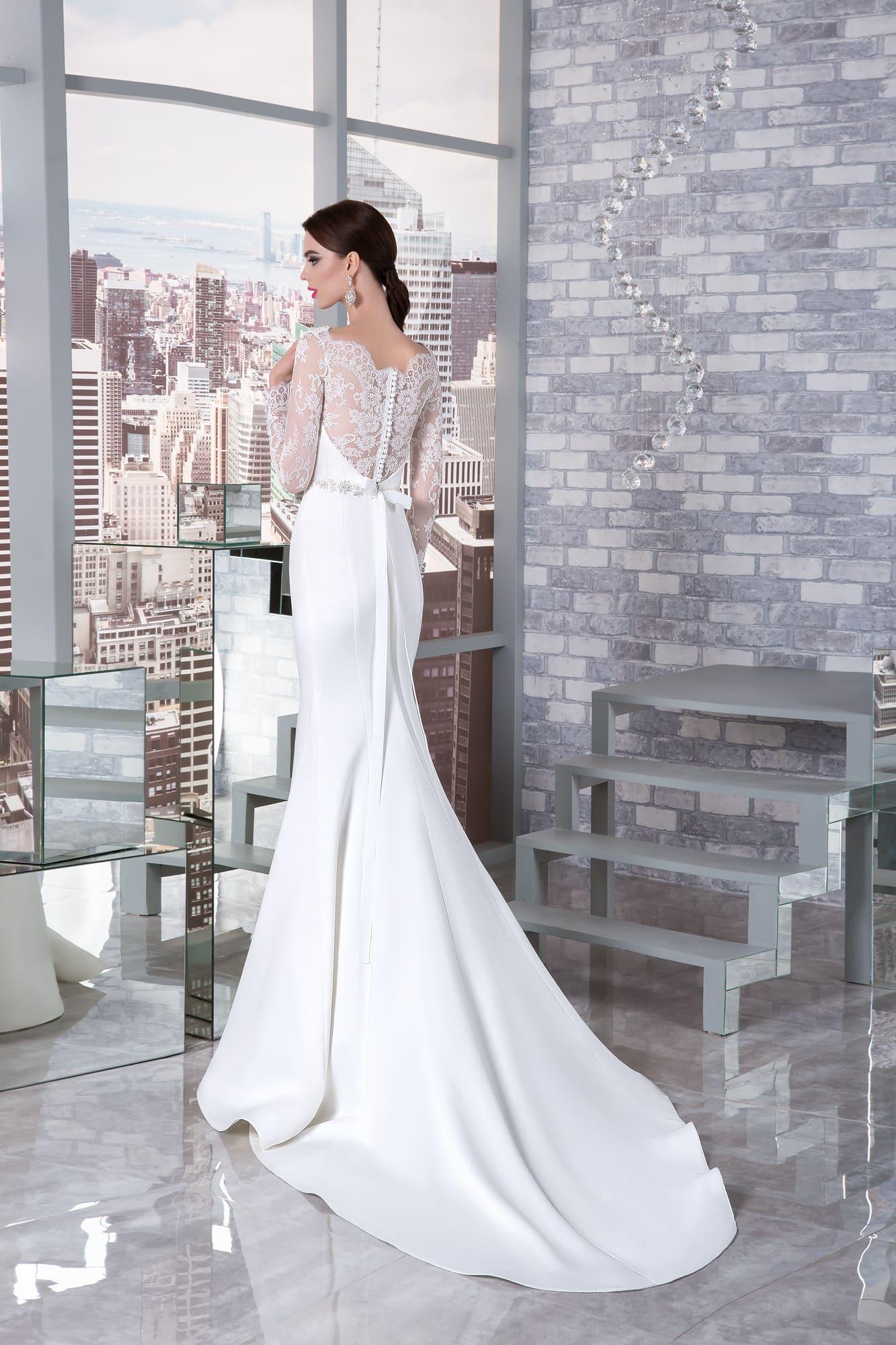 26b2215fe08 Свадебное платье «русалка» с вырезом под горло и длинным рукавом из тонкого  кружева.