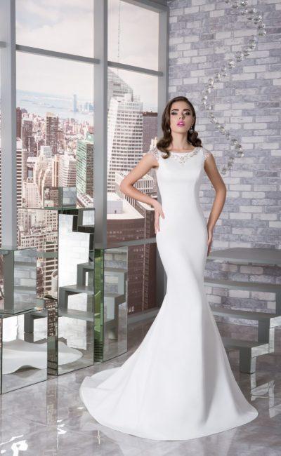 Скромное закрытое свадебное платье
