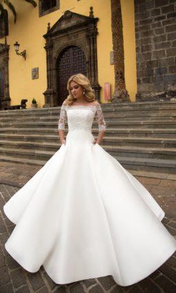 Красивое атласное платье