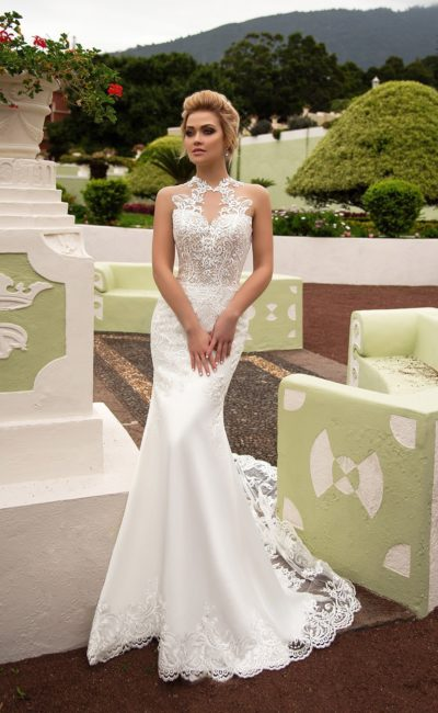 Эффектное свадебное платье «русалка» с полупрозрачным кружевным закрытым лифом.
