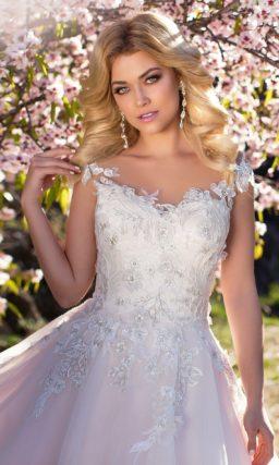 Воздушное свадебное платье с закрытым лифом и фактурной вышивкой с кружевом и бисером.