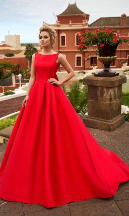 Страстное свадебное платье алого цвета с вырезом «бато» и женственной объемной юбкой.