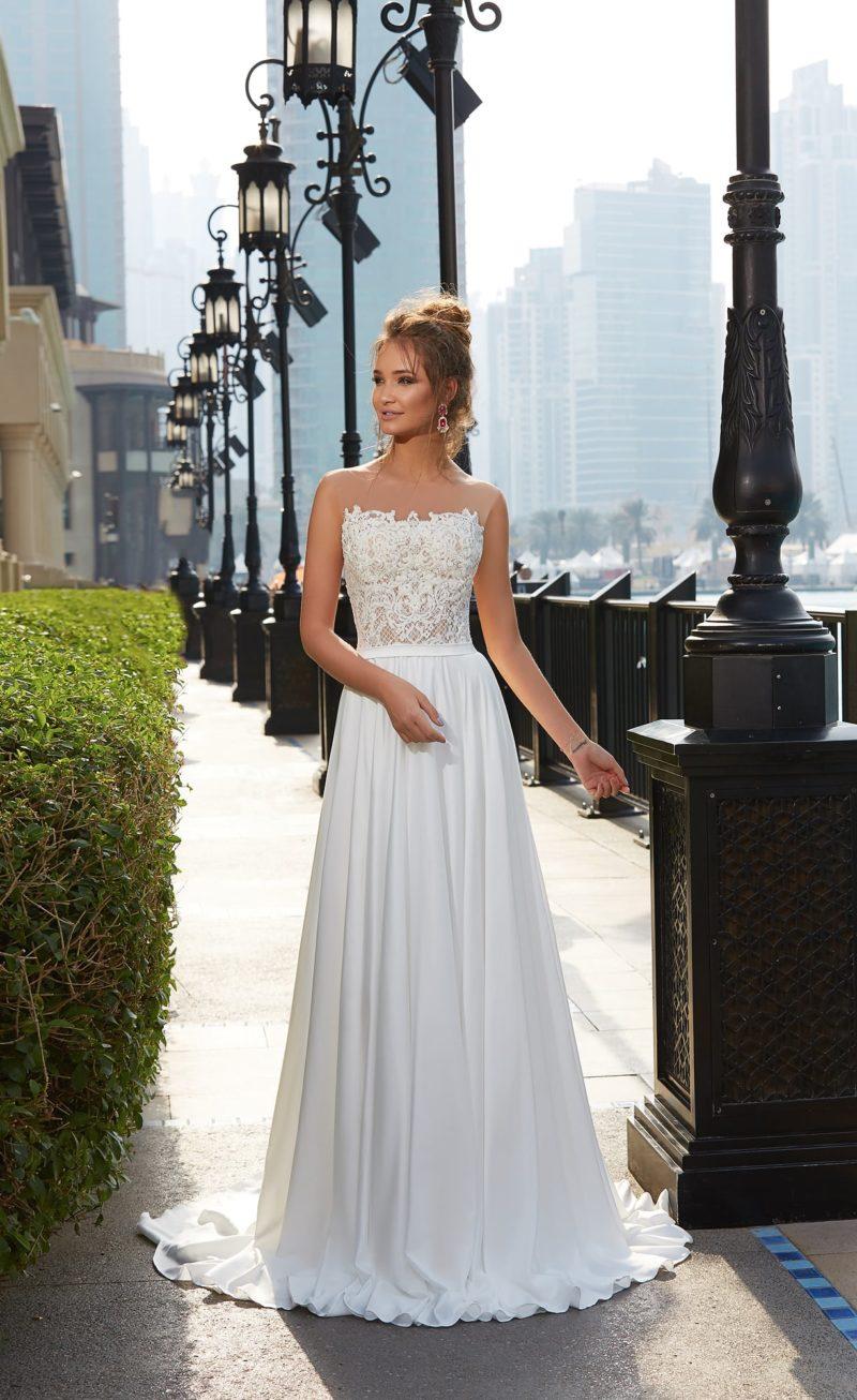 Элегантное свадебное платье с нежной прямой юбкой и открытым кружевным корсетом с прямым лифом.