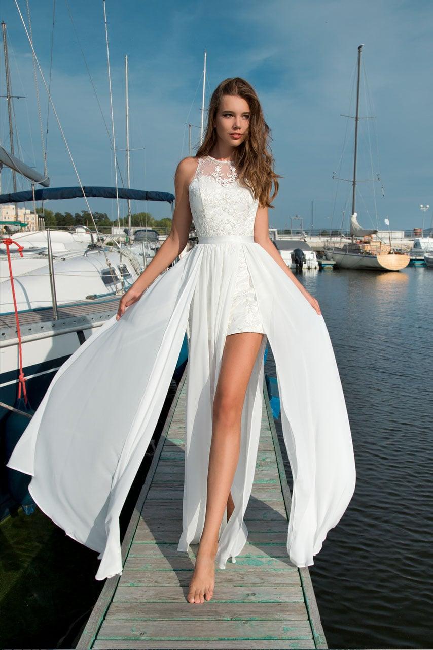 2148daaa5e11f45 Короткое свадебное платье с шифоновой юбкой с высокими разрезами и широким  поясом.
