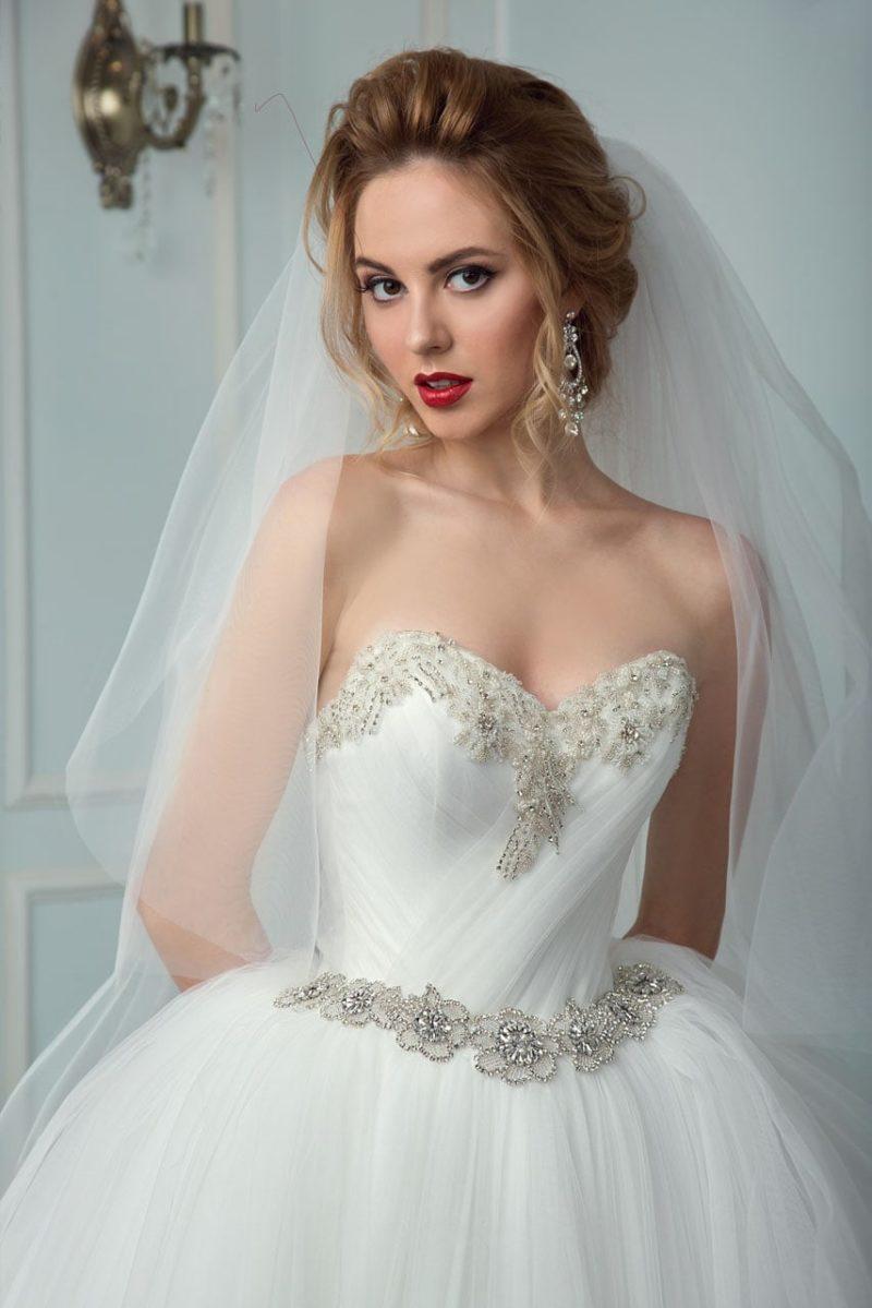 Свадебное платье со стразами