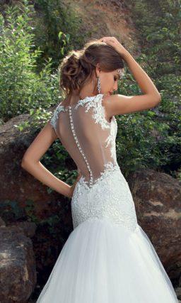Свадебное платье «рыбка» с очаровательным шлейфом и прозрачной вставкой на спине.