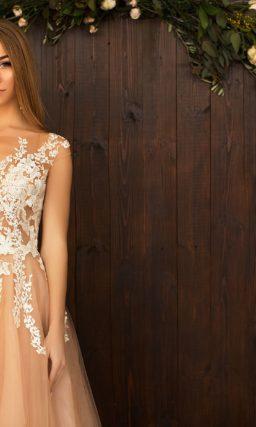 Великолепное свадебное платье с персиковой юбкой и полупрозрачным белым корсетом.