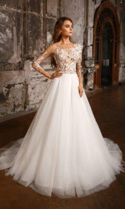 Оригинальное свадебное платье с объемными аппликациями и роскошной юбкой А-силуэта.