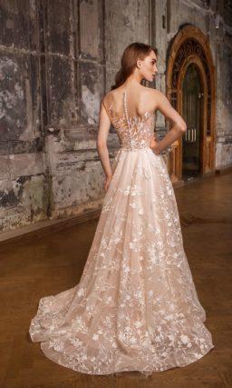 Розовое свадебное платье «принцесса» с романтичным цветочным кружевом по всей длине.