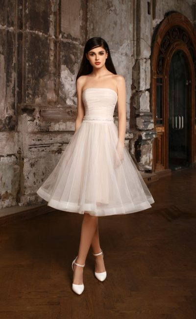 Короткое простое свадебное платье