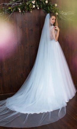 Голубое свадебное платье торжественного А-кроя с эффектным лифом и прозрачными бретелями.