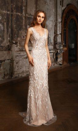 Бежевое свадебное платье с полупрозрачной верхней юбкой и романтичным декором по всей длине.
