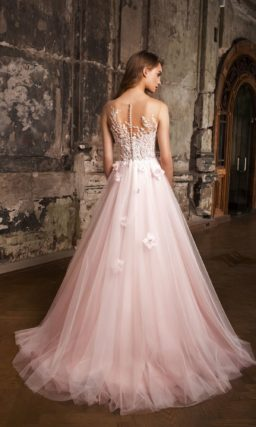 Романтичное свадебное платье с объемным декором и иллюзией прозрачности.