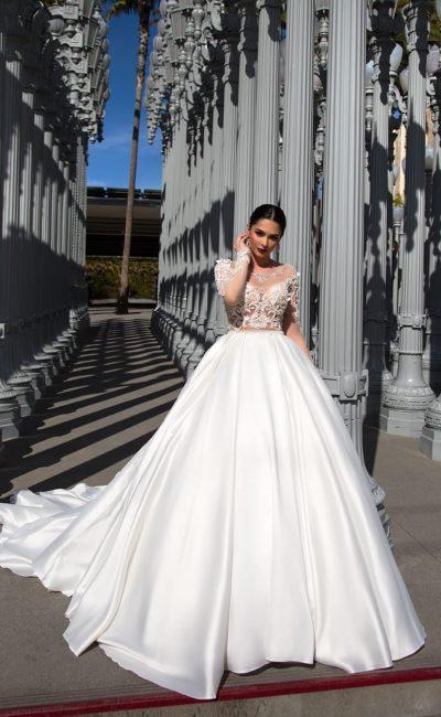 Пышное платье из атласа
