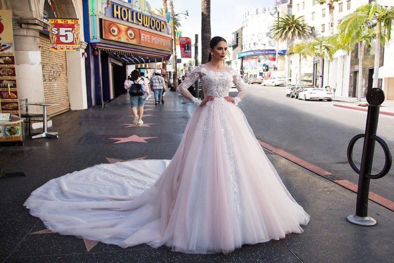 Пышное платье в розовых тонах